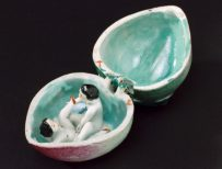 L0076563 Porcelain fruit, hinged, contains male an